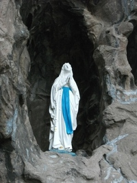 Lourdes1